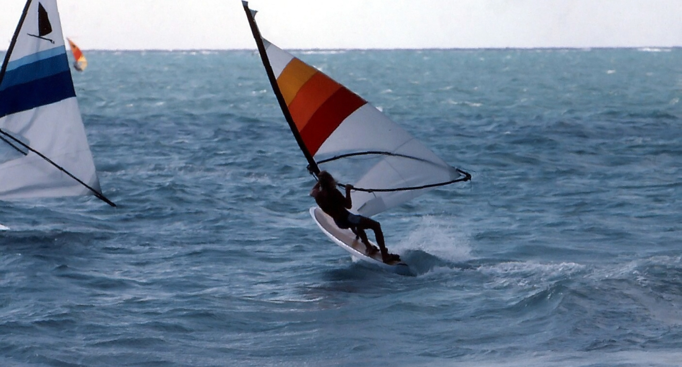 123. Robby Naish på en custom board 1980